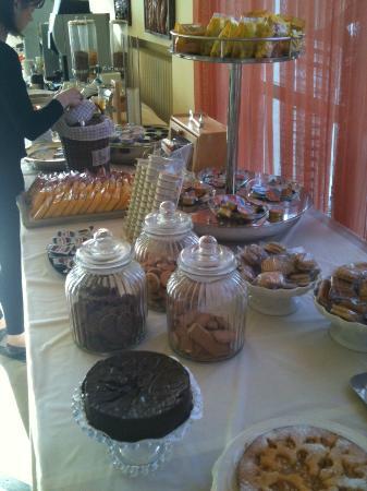 Hotel Astra Sirmione : ricca colazione a buffet