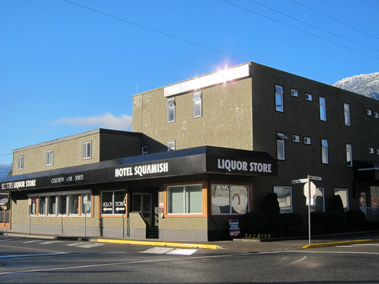Hotel Squamish : Exterior of Hotel - looking good for one of the first buildings in this city!