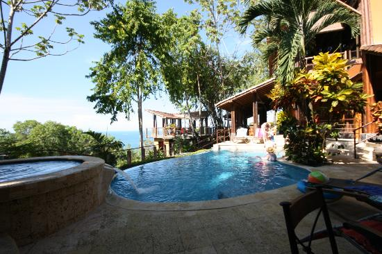 Casa Ramon: The pool and hot tub
