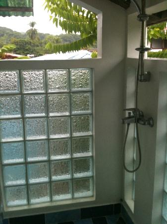 Hotel Pura Vida: the open shower