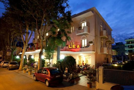 Hotel Lea a RIMINI , Albergo a gestione famigliare con cucina casalinga romagnola.