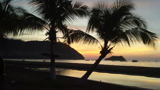 La Vida Loca: Great Sunset view, Casual spot for good food, drinks and to watch the sunset, Best Beach bar in