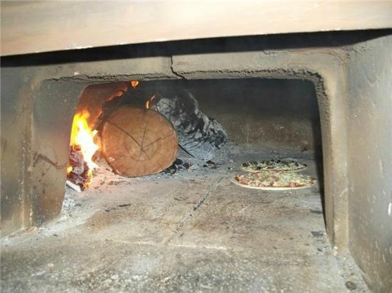FourSeason Pizzeria: بيتزا