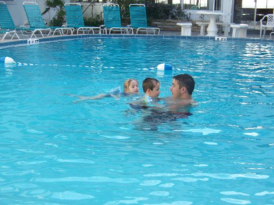 Sandalwood Beach Resort: pool