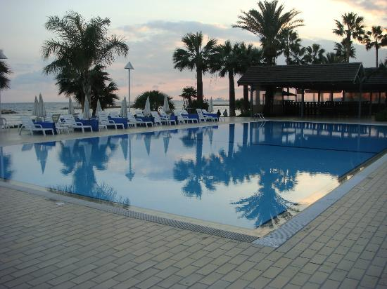 Swimming pool picture of palm beach hotel bungalows oroklini tripadvisor - Palm beach swimming pool ...