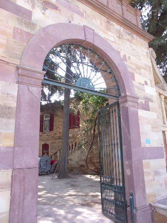 Citrus: Central gate of the mansion