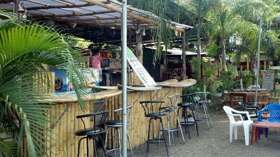 Beach Bums Bar & Grill : Cute little Beach Front Bar
