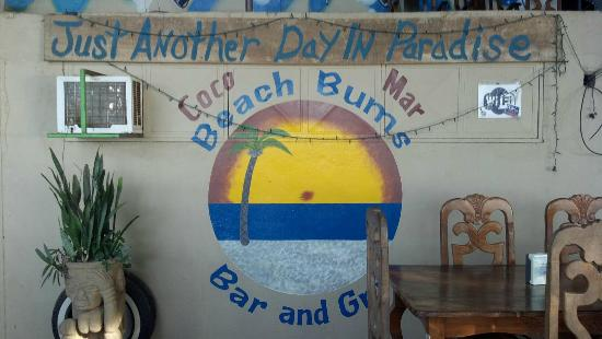 Beach Bums Bar & Grill: live music, right on the beach