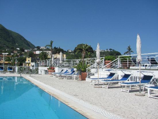 ELMA Park Hotel Terme e Benessere: la piscina esterna