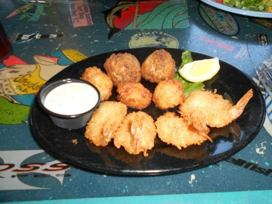 Goombays Grille & Raw Bar: Goombays Sampler - fried coconut shrimp, parmesan scallops & jalapeno crab balls