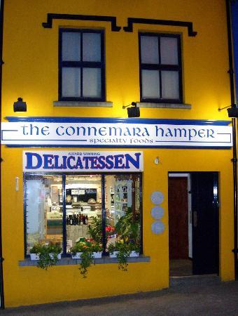 Connemara Hamper: Wonderful food! Cheeses, Sandwiches, Wines and Coffee
