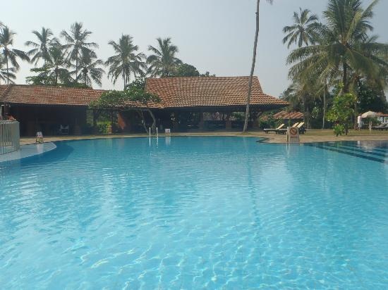 Club Hotel Dolphin : Quiet pool and bar