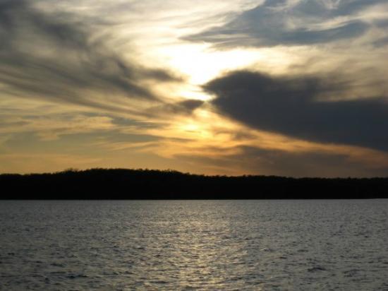 Grand Pines Resort & Motel: perfect night fishing