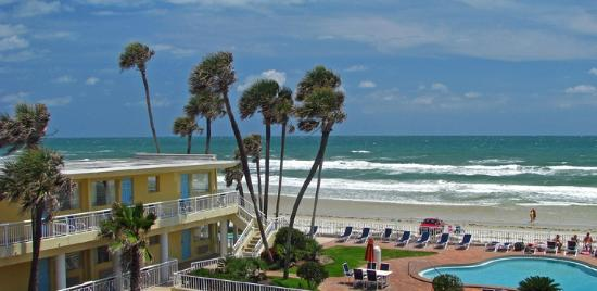Days Inn Ormond Beach Mainsail Oceanfront: View from our balcony.  Room 320.