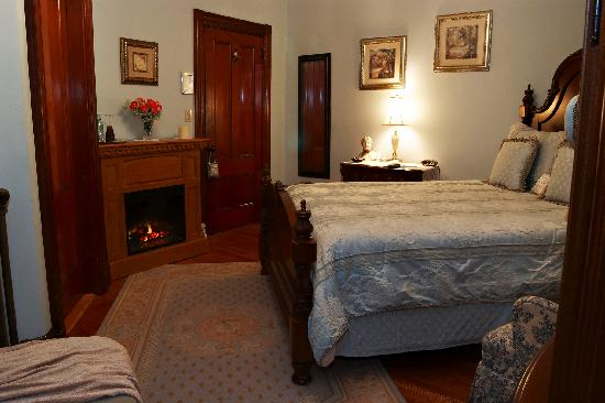 The Victoria Skylar Bed and Breakfast: The Skylar Room