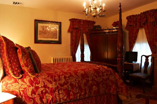 The Victoria Skylar Bed and Breakfast: The Hunter Room