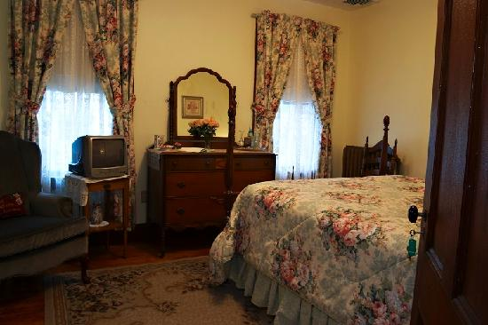 The Victoria Skylar Bed and Breakfast: The Victoria Room