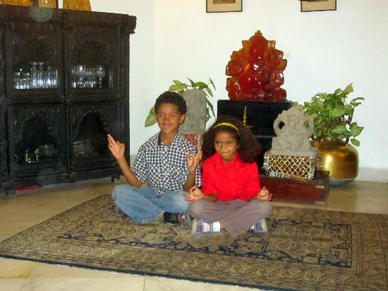 Srivastav Inn: Part of the beautiful living room - complete with Sigrun's sculptures and happy kids!