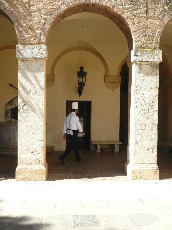 Relais La Suvera: Le Chef ....Une des colonnes de ce lieu magique