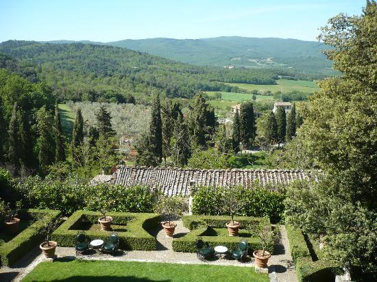 Relais La Suvera: Vue sur jardins et colinnes ( 2 ième etage du coprs principal )