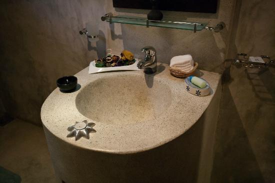 Ridee Villa: Decorated sink