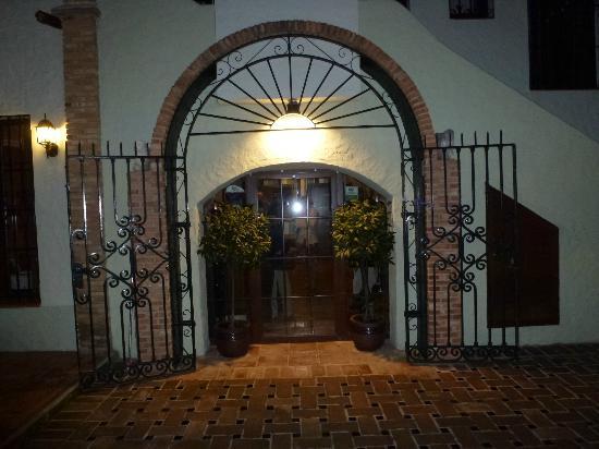 Entrance, Los Laureles