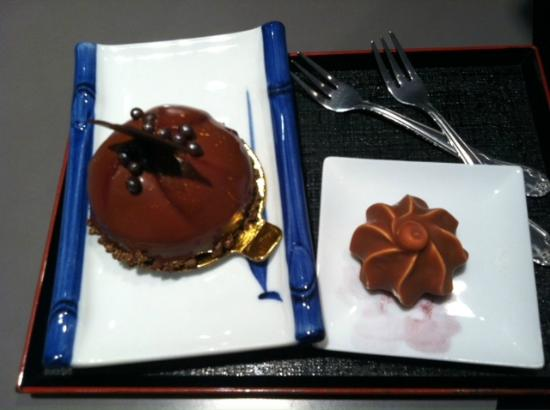 Chocolate Springs Cafe: Raspberry Mouse and Chocolate Covered Meringue
