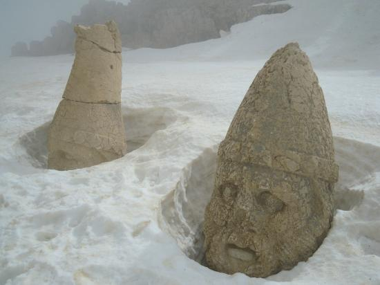 Adiyaman, Turquia: The head in the snow