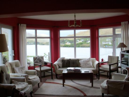 Portfinn Lodge: Sitting room with a view!