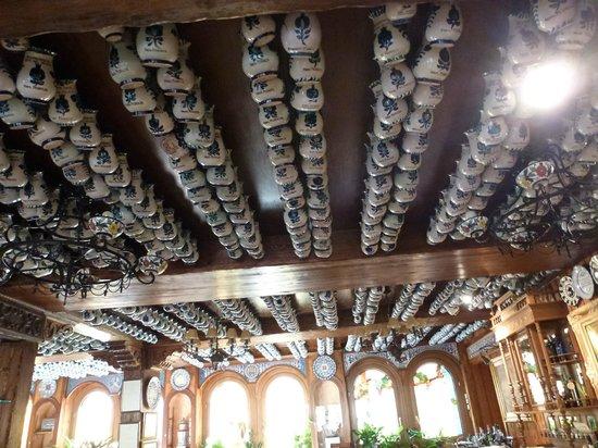 Restaurante Ruta del Veleta: The mug roof