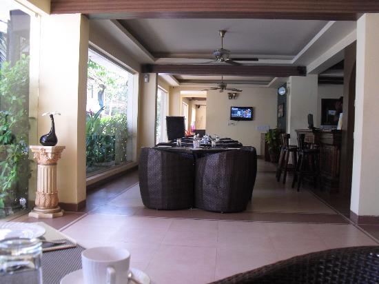 Meraden La Oasis: The Dining area