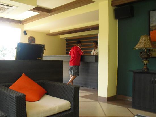 Meraden La Oasis: The Lobby