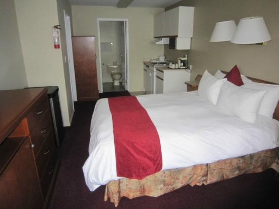 Riverland Inn & Suites: unremodeled family suite