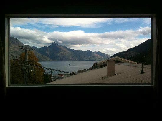 Queenstown House Boutique Bed & Breakfast & Apartments : View from our room in Queenstown House
