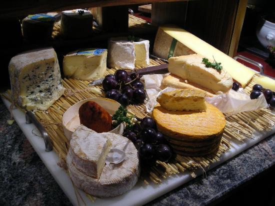 Prim'Hotel Bagatelle : Cheeseboard