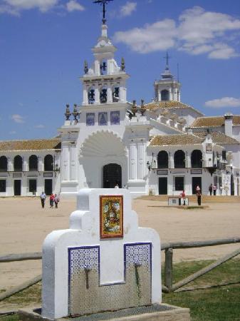 La Virgen del Rocío: Rocío, Huelva.