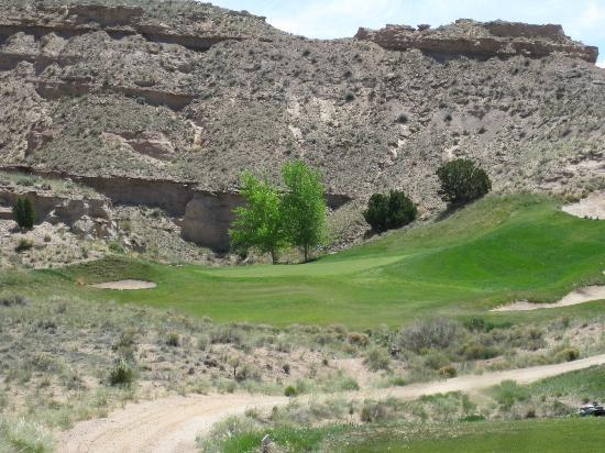 Black Mesa Golf Club: green at the box canyon par three
