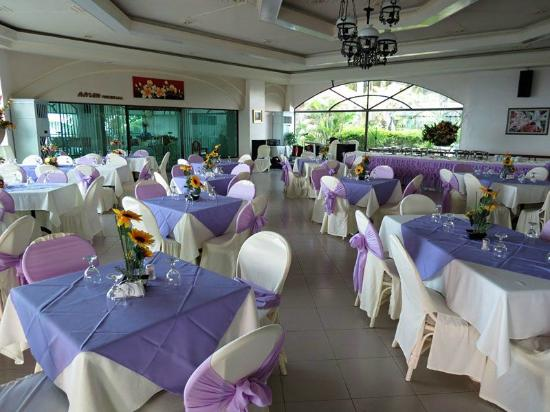 Bohol Plaza Resort: clean dining area