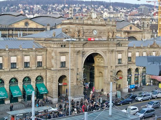 Hotel Schweizerhof Zurich: View from our room! (That is Zurich Main Station)