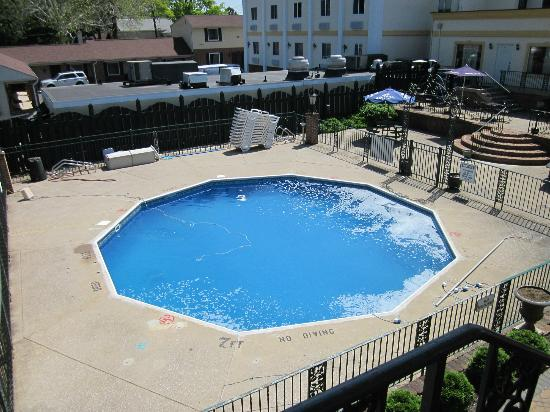 Howard Johnson Inn Hershey : Pool