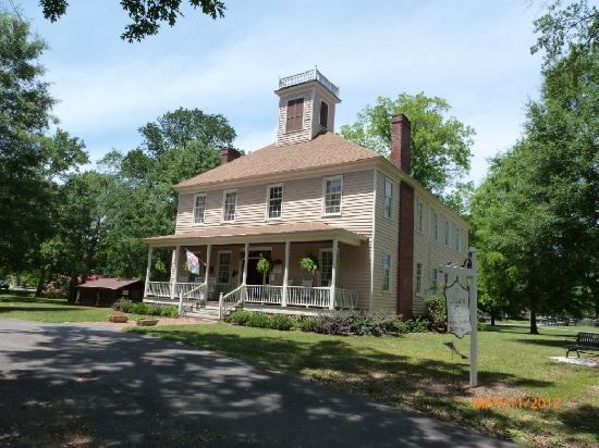 The Hearn Inn : Wonderful old house.