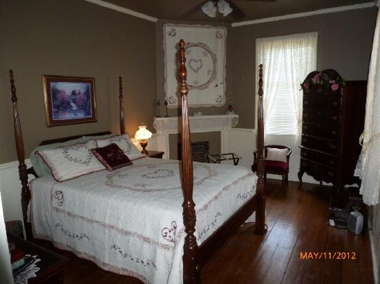 The Hearn Inn : Nice room.