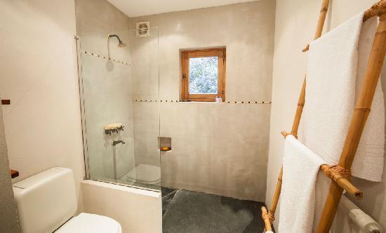 Millaqueo Luxury Villa: baño suite tierra