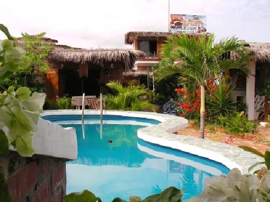 Playas, Ecuador: La posada del sueco pool area and kitchen cabin