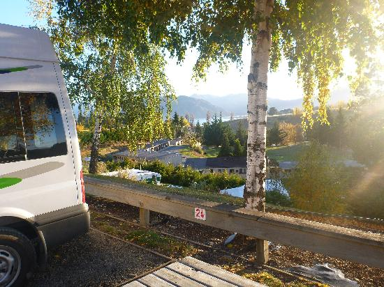 Wanaka Top 10 Holiday Park : Van site overlooking park