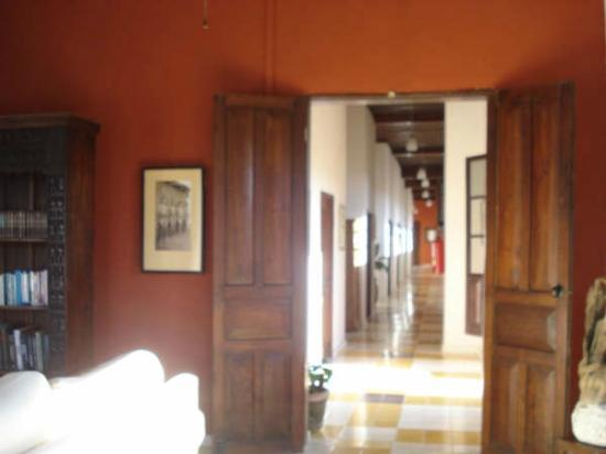 Hotel Machado: Pasillo desde Salón Social