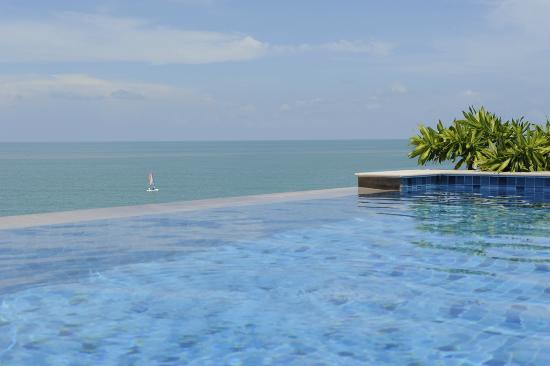 The Tongsai Bay : Infinity pool Seafront pool villa