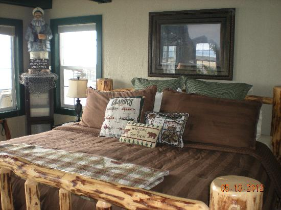 The Alaska Beach House: Compass Rose king bed