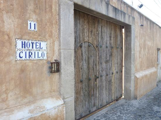 Hotel Cirilo: Entrance