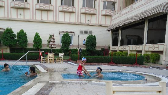 KK Royal Hotel & Convention Center: swimming pool